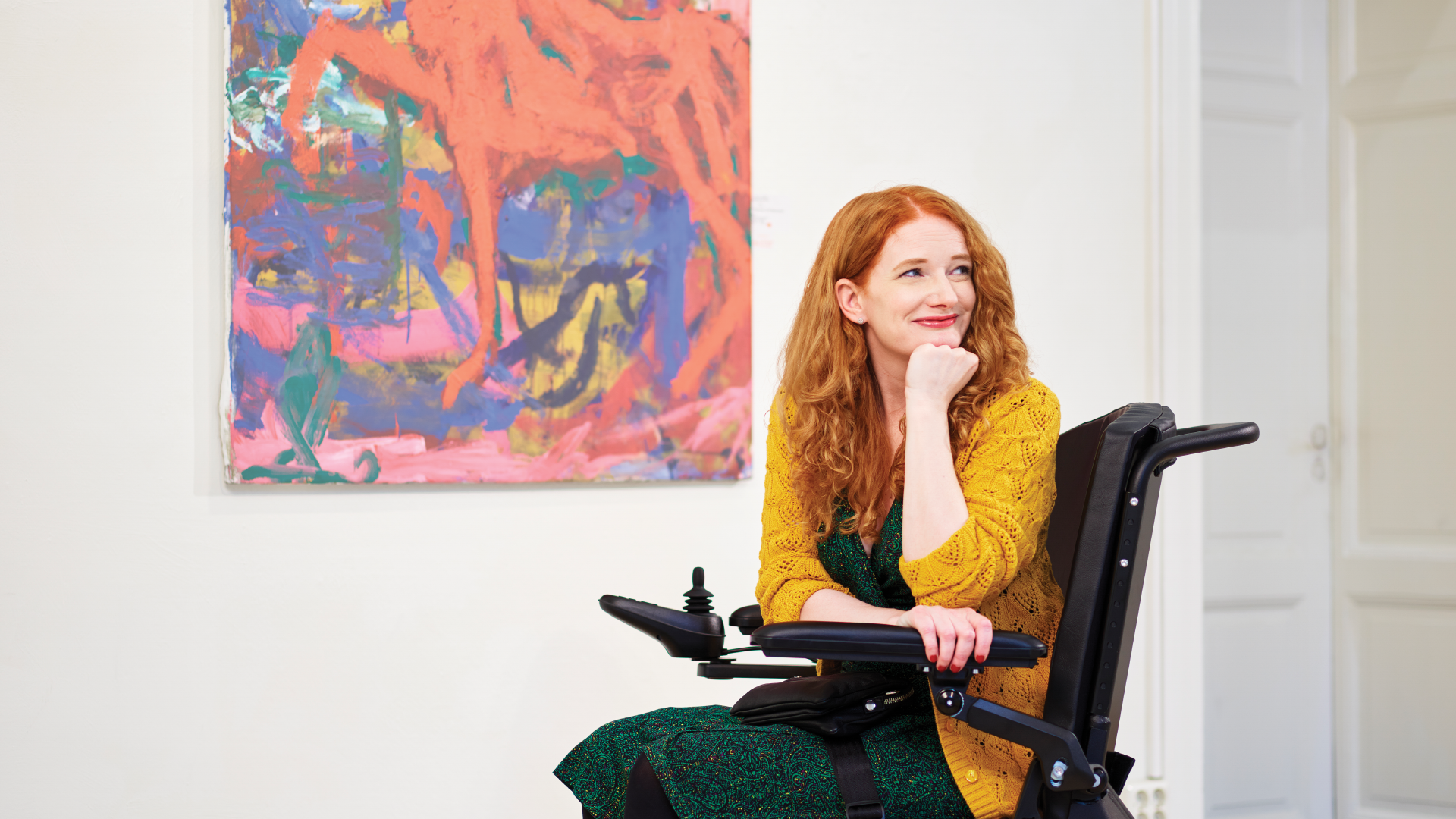 Woman in an art gallery, using a M1 power wheelchair